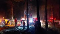 Sıcaklıklar ve sert rüzgar yangınla mücadeleyi zorlaştırıyor