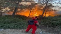Tatil beldelerinde yangın söndürme çalışmaları devam ediyor